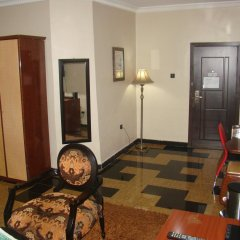 Отель Charlies Place And Suite интерьер отеля