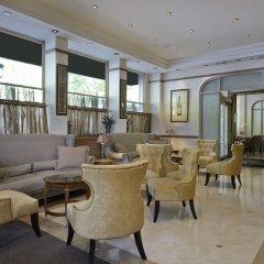 Royal Hotel Paris Champs Elysées интерьер отеля фото 2