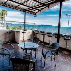 Отель BarFly Pattaya бассейн