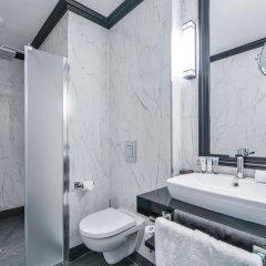 Отель Maison Astor Paris, A Curio By Hilton Collection Париж ванная