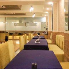 Отель Dee Marks Hotel & Resorts Индия, Нью-Дели - отзывы, цены и фото номеров - забронировать отель Dee Marks Hotel & Resorts онлайн гостиничный бар
