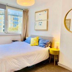 Отель Bright and Spacious 2 Bedroom Maisonette in Central London With Balcony Лондон комната для гостей