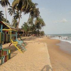 Отель Coconut Grove Beach Resort Гана, Шама - отзывы, цены и фото номеров - забронировать отель Coconut Grove Beach Resort онлайн пляж
