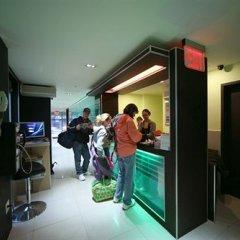 Отель Manhattan Broadway Hotel США, Нью-Йорк - 8 отзывов об отеле, цены и фото номеров - забронировать отель Manhattan Broadway Hotel онлайн гостиничный бар