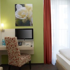 Отель H+ Hotel München Германия, Мюнхен - отзывы, цены и фото номеров - забронировать отель H+ Hotel München онлайн сейф в номере