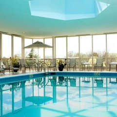 Отель Hilton Newark Airport США, Элизабет - отзывы, цены и фото номеров - забронировать отель Hilton Newark Airport онлайн бассейн