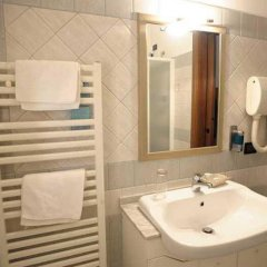 Отель Piccolo Mondo Италия, Монтезильвано - отзывы, цены и фото номеров - забронировать отель Piccolo Mondo онлайн ванная
