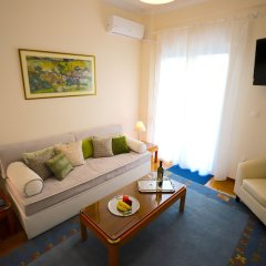 Отель Beautiful Aprtm MinutesFromHeartOfAthens комната для гостей фото 2