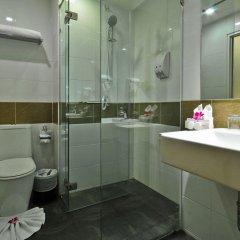 Отель The Ashlee Plaza Patong Hotel & Spa Таиланд, Карон-Бич - 1 отзыв об отеле, цены и фото номеров - забронировать отель The Ashlee Plaza Patong Hotel & Spa онлайн ванная фото 2