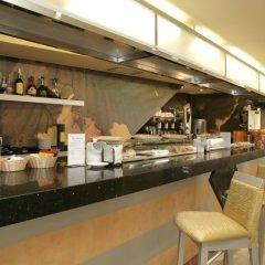 Отель Montedobra Испания, Торрелавега - отзывы, цены и фото номеров - забронировать отель Montedobra онлайн гостиничный бар