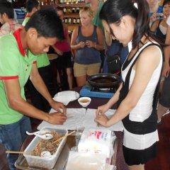 Отель Nha Lan Homestay Хойан гостиничный бар
