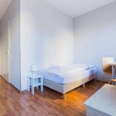 Отель a&o Nürnberg Hauptbahnhof комната для гостей