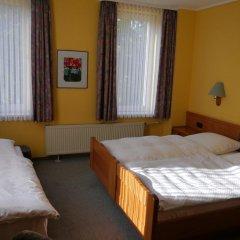 Hotel Deutsche Eiche Нортейм сейф в номере