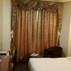 New Penninsula Hotel сейф в номере