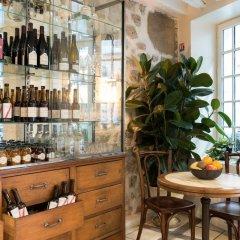Отель Hôtel Monsieur Saintonge гостиничный бар