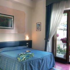 Hotel Santa Lucia Минори сейф в номере