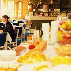 Отель Charles Central гостиничный бар