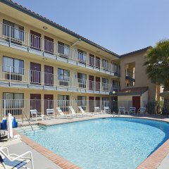 Отель Red Roof Inn Tulare - Downtown/Fairgrounds бассейн