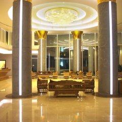 Aiyara Grand Hotel интерьер отеля