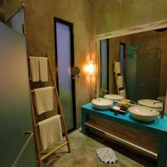Отель Natai Beach Resort & Spa Phang Nga сейф в номере