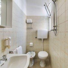 Отель Villa dei Gerani Италия, Римини - отзывы, цены и фото номеров - забронировать отель Villa dei Gerani онлайн ванная