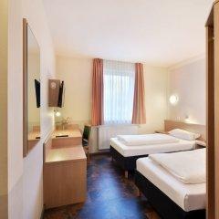 Отель Meinhotel Гамбург сейф в номере