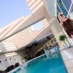 Отель Grand Millennium Al Wahda ОАЭ, Абу-Даби - 1 отзыв об отеле, цены и фото номеров - забронировать отель Grand Millennium Al Wahda онлайн бассейн фото 3