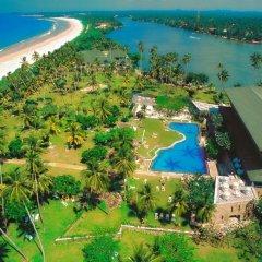 Отель Bentota Beach by Cinnamon Шри-Ланка, Бентота - отзывы, цены и фото номеров - забронировать отель Bentota Beach by Cinnamon онлайн спортивное сооружение