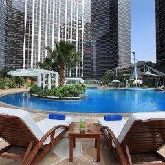 Отель Sheraton Shenzhen Futian Hotel Китай, Шэньчжэнь - отзывы, цены и фото номеров - забронировать отель Sheraton Shenzhen Futian Hotel онлайн бассейн