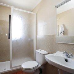 Отель azuLine Hotel Galfi Испания, Сан-Антони-де-Портмань - 1 отзыв об отеле, цены и фото номеров - забронировать отель azuLine Hotel Galfi онлайн ванная фото 2