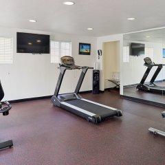Отель Best Western Plus Raffles Inn & Suites фитнесс-зал