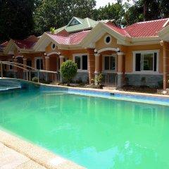 Отель Cambriza Suites бассейн