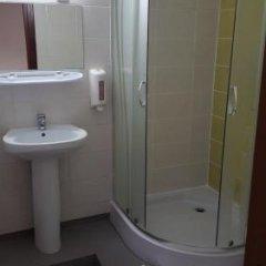Отель Akmenine Kerpe Литва, Мариямполе - отзывы, цены и фото номеров - забронировать отель Akmenine Kerpe онлайн ванная