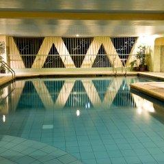 Отель Berjaya Makati Hotel Филиппины, Макати - отзывы, цены и фото номеров - забронировать отель Berjaya Makati Hotel онлайн бассейн фото 2