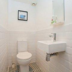 Отель Modern 2 Bed Garden Flat, St Johns Wood ванная