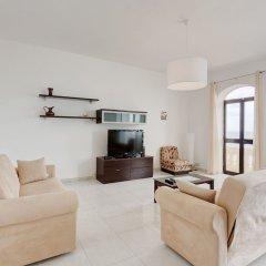 Отель Seafront Apartment in Sliema wt Breathtaking Views Мальта, Слима - отзывы, цены и фото номеров - забронировать отель Seafront Apartment in Sliema wt Breathtaking Views онлайн комната для гостей фото 4