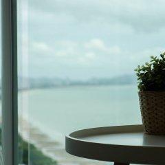 Отель Cetus Beachfront Condo By Pong Паттайя комната для гостей фото 3