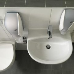 Carl Hostel München Мюнхен ванная