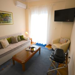 Отель Beautiful Aprtm MinutesFromHeartOfAthens комната для гостей фото 3