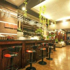 The Summer Hotel гостиничный бар