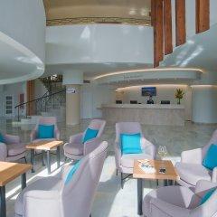 Hotel El Puerto by Pierre & Vacances гостиничный бар