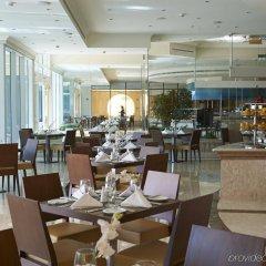 Отель Crowne Plaza Jordan Dead Sea Resort & Spa Иордания, Сваймех - отзывы, цены и фото номеров - забронировать отель Crowne Plaza Jordan Dead Sea Resort & Spa онлайн питание фото 3