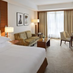 Апартаменты Movenpick Apartment Bur Dubai комната для гостей фото 2