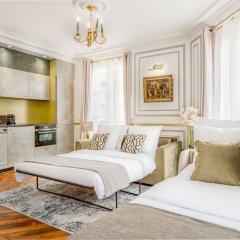 Отель Sunshine 2 bedroom - Luxury at Louvre Париж комната для гостей фото 2