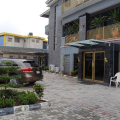 Kings Celia Hotel & Suites парковка