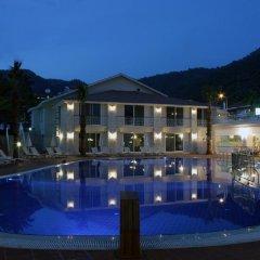 The Blue Lagoon Deluxe Hotel бассейн фото 2
