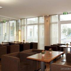 Отель Holiday Inn Express Munich Airport гостиничный бар