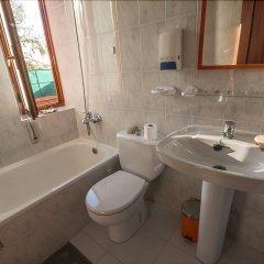Отель Liquid SurfHouse Испания, Рибамонтан-аль-Мар - отзывы, цены и фото номеров - забронировать отель Liquid SurfHouse онлайн ванная