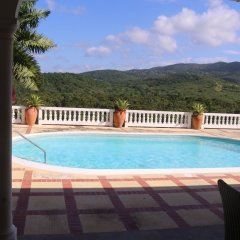Отель Mohagany House бассейн