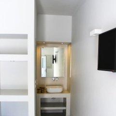 Отель Sea La Vie Beachfront Suites Греция, Остров Санторини - отзывы, цены и фото номеров - забронировать отель Sea La Vie Beachfront Suites онлайн сейф в номере